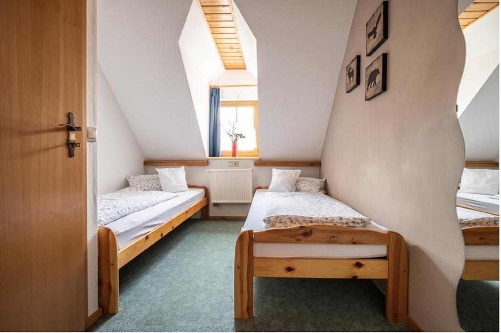 Ein Bett oder Betten in einem Zimmer der Unterkunft Ferienhäuser zur Schäferei
