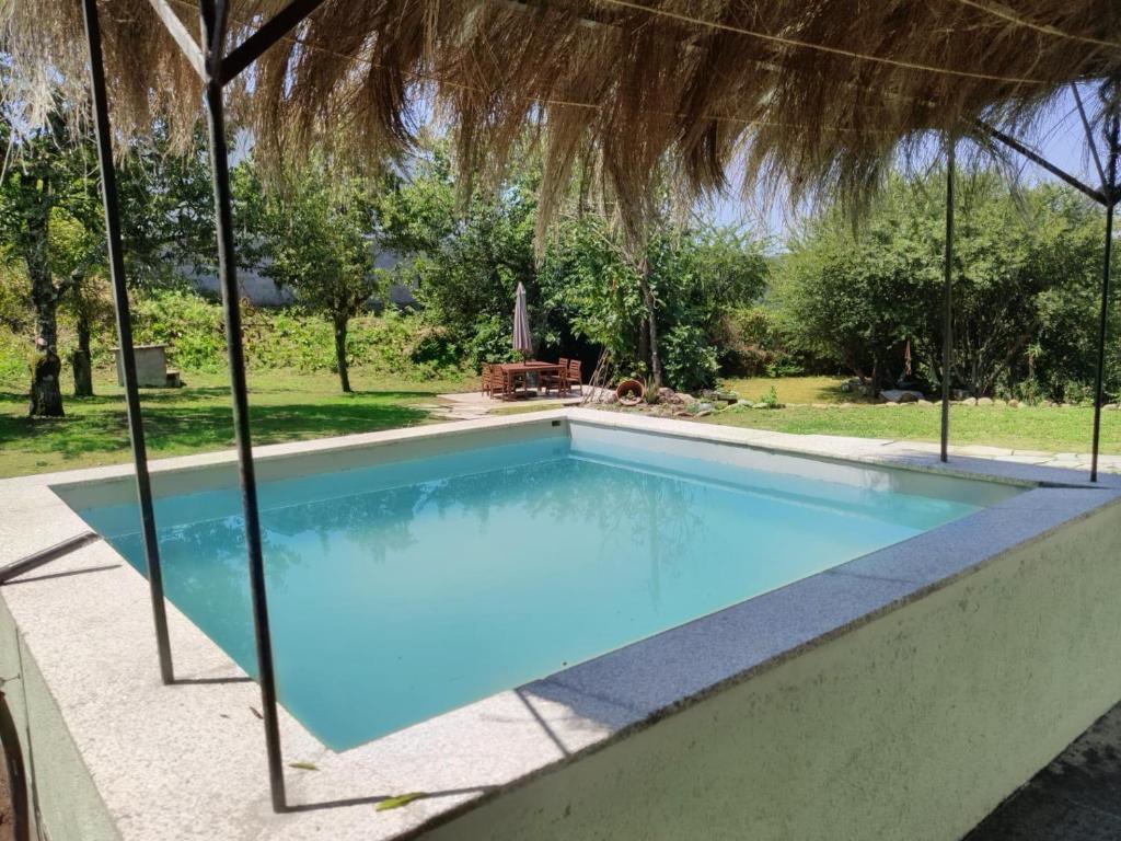 A piscina em ou perto de Casa do Professor