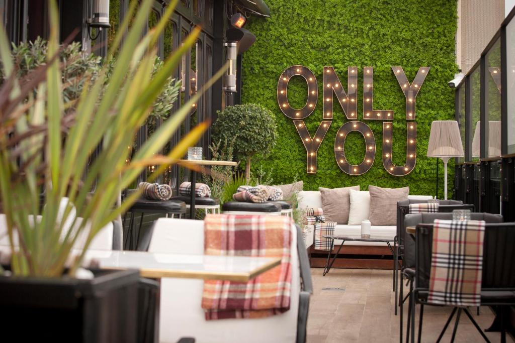 A restaurant or other place to eat at Only YOU Hotel Atocha