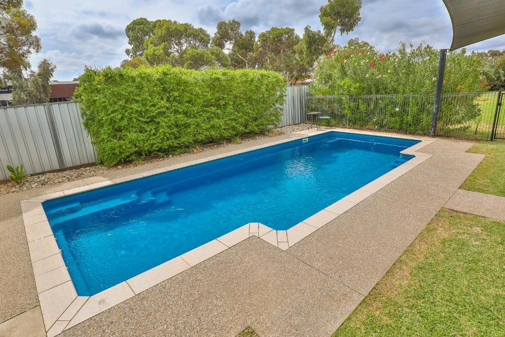 The swimming pool at or near Robinvale Bridge Motel