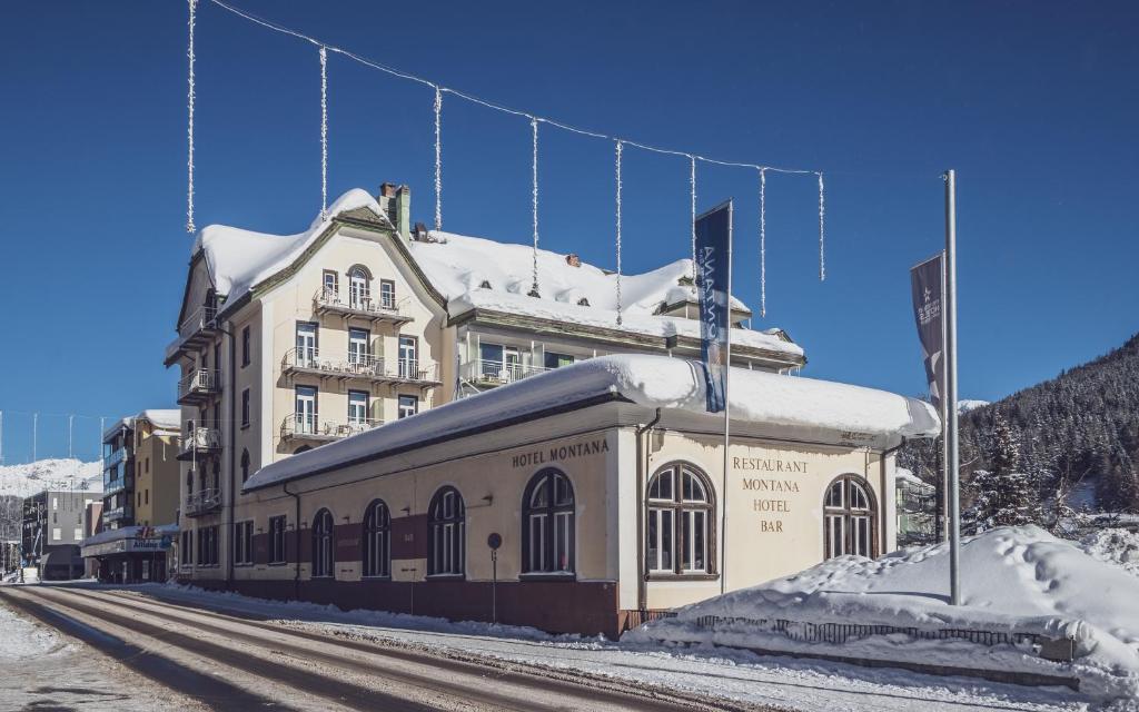 Ski & Bike Hotel Montana during the winter