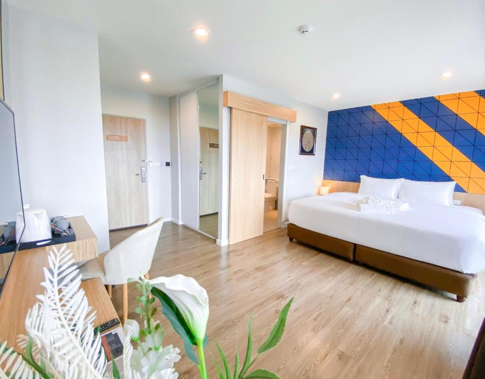 Ein Bett oder Betten in einem Zimmer der Unterkunft Hotel Fuse Rayong