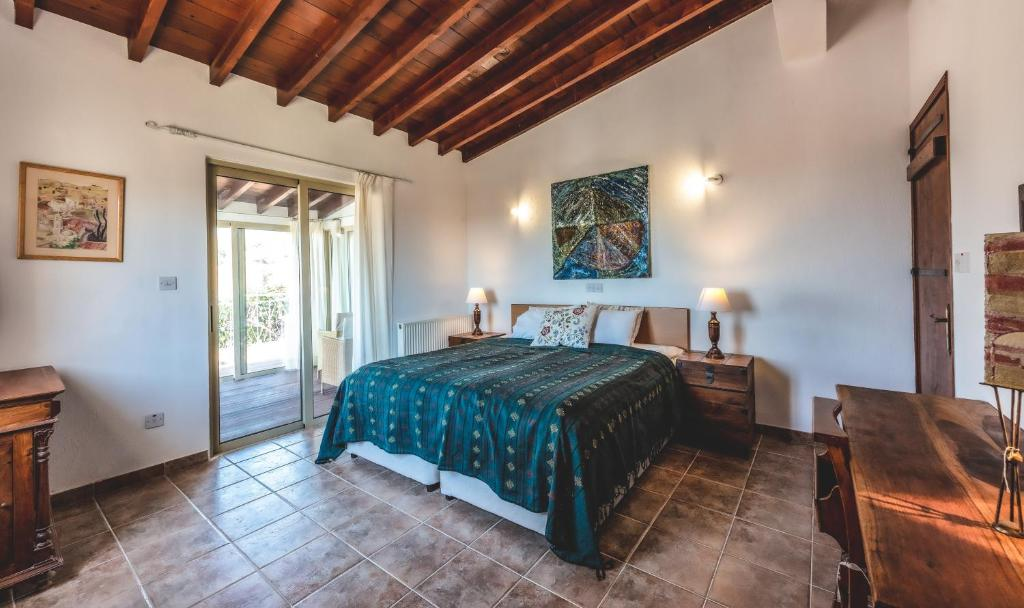 A bed or beds in a room at Adamos Hotel Apartments