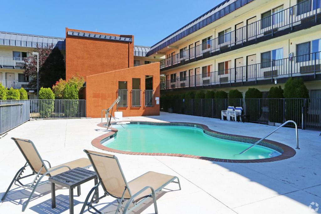 The swimming pool at or near Olympic Inn & Suites Port Angeles
