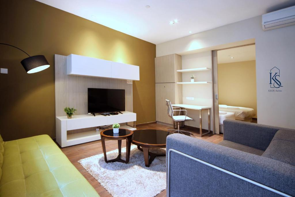 A seating area at Riverson Suites