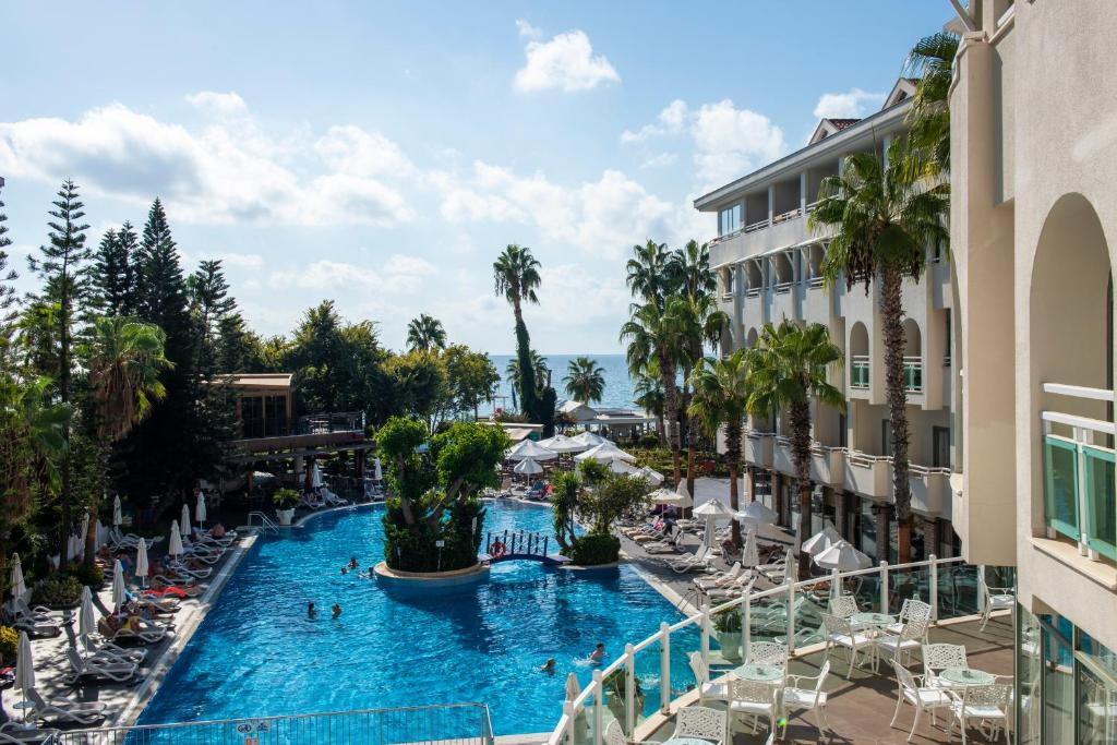Het zwembad bij of vlak bij Side Star Beach Hotel - All Inclusive