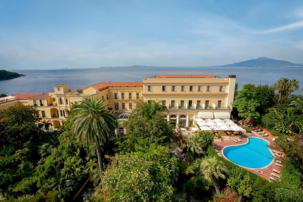 Vue sur la piscine de l'établissement Imperial Hotel Tramontano ou sur une piscine à proximité