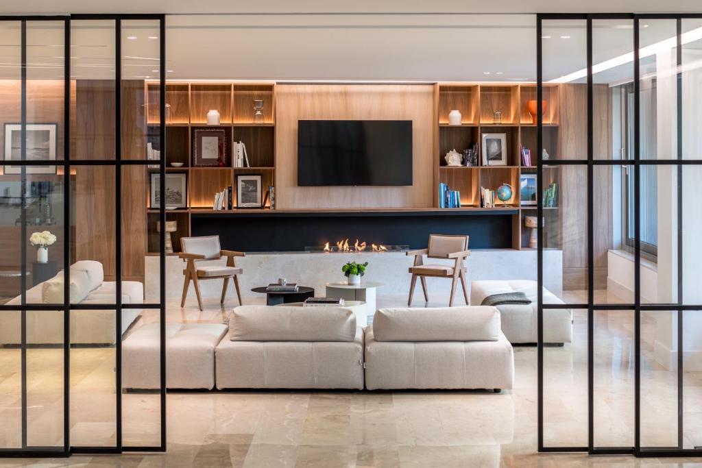 Телевизор и/или развлекательный центр в Amarilia Hotel
