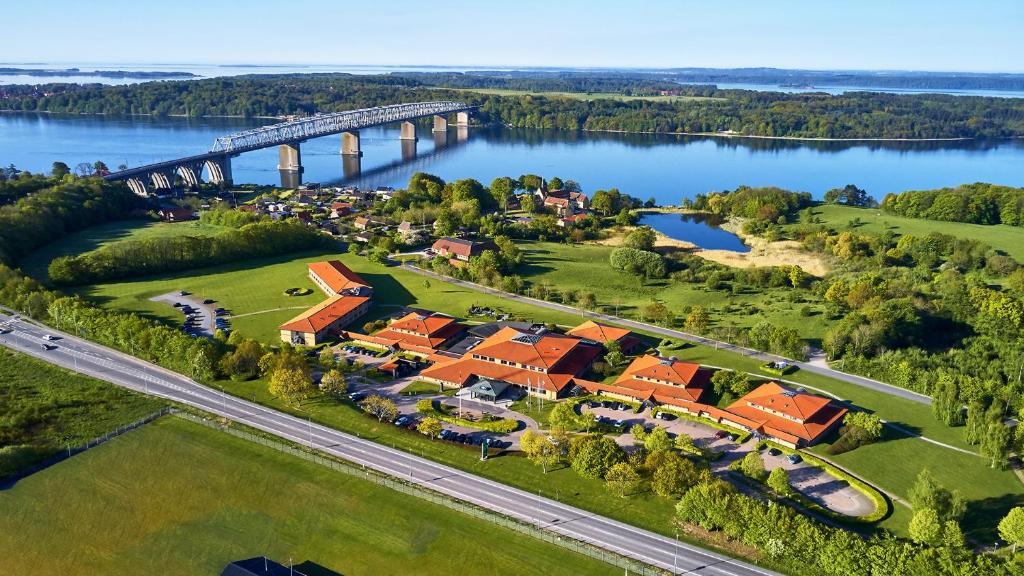 Et luftfoto af Trinity Hotel & Konference Center