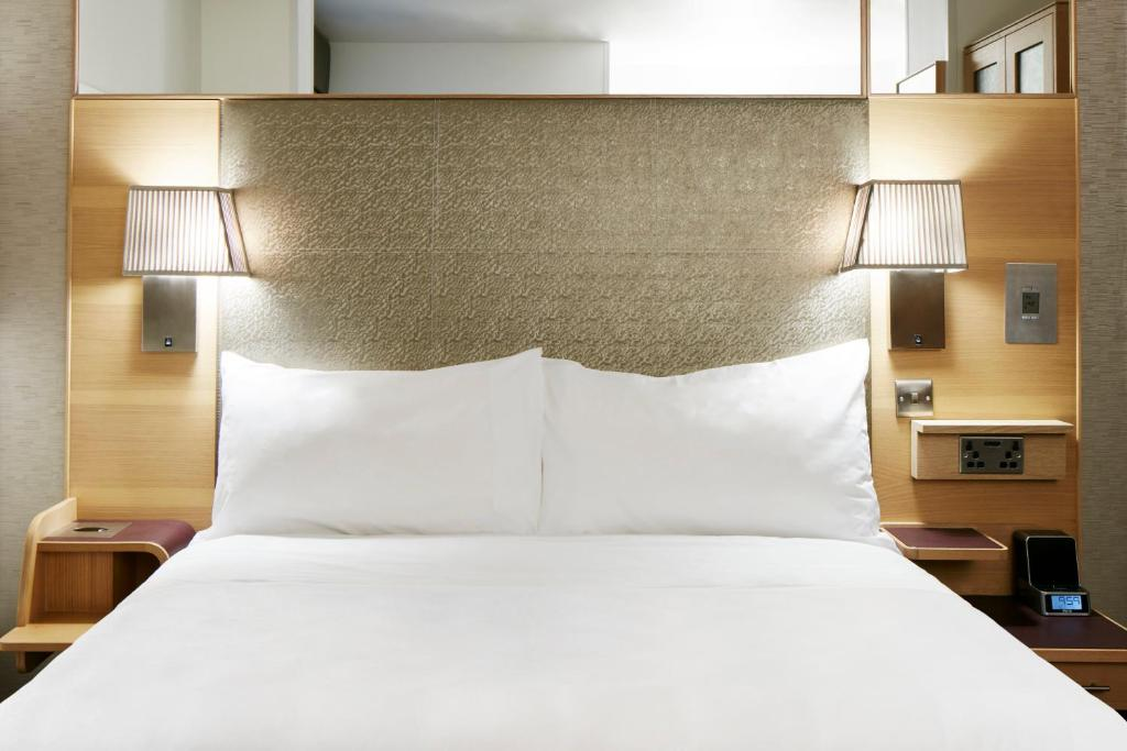 A bed or beds in a room at Club Quarters Hotel, Lincoln's Inn Fields
