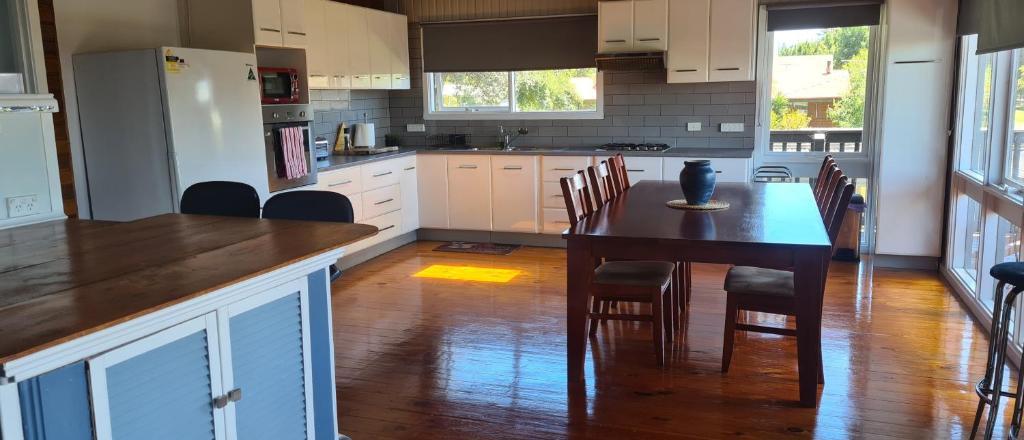 A kitchen or kitchenette at Island Getaway