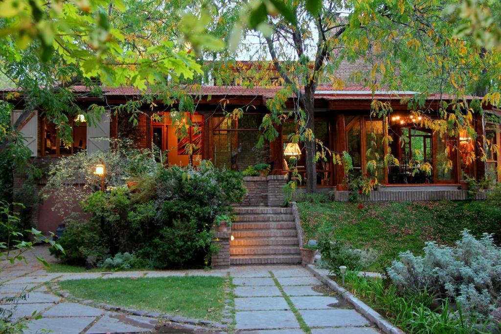 Un jardín fuera de Casa Glebinias