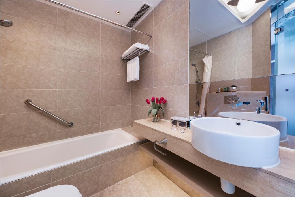 A bathroom at The Mercer