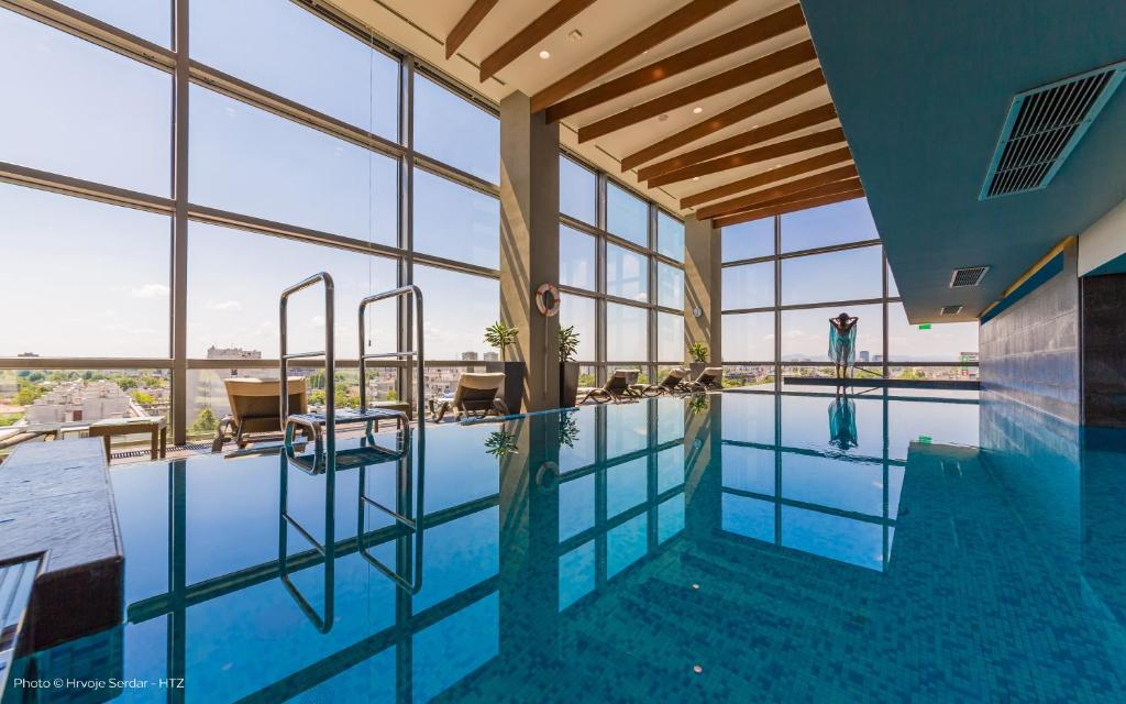 The swimming pool at or close to DoubleTree by Hilton Zagreb
