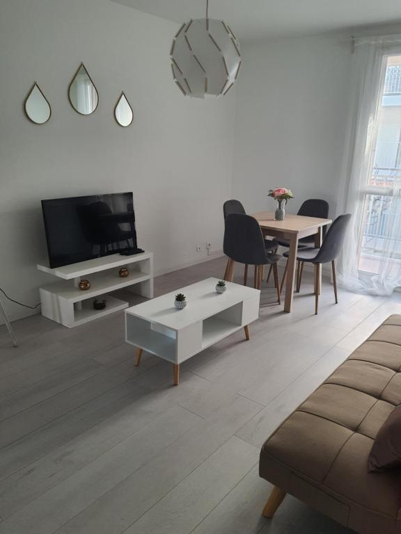 A television and/or entertainment centre at Appartement la plage