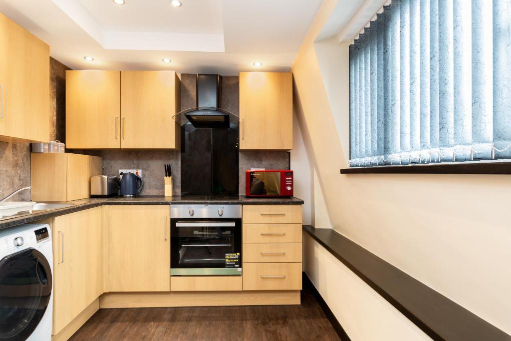 A kitchen or kitchenette at Golden Tulip