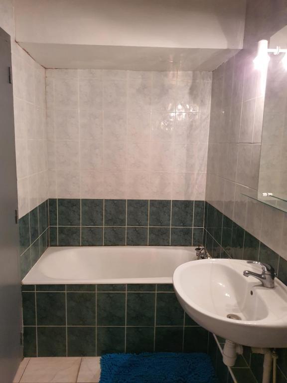 A bathroom at 38 rue Curiol MARSEILLE