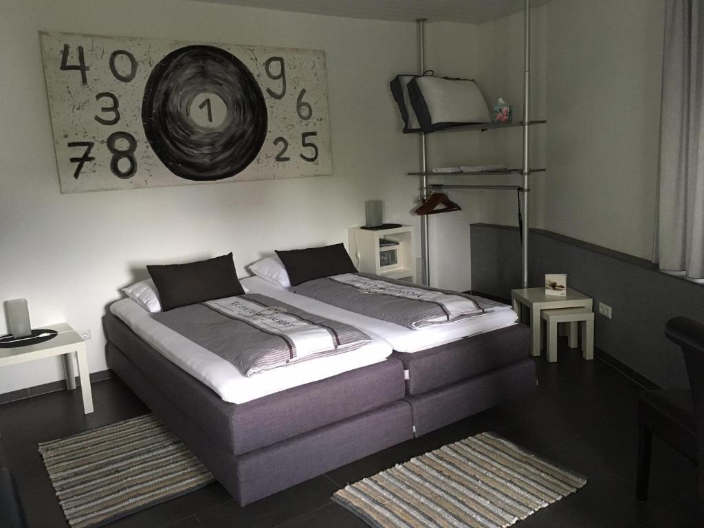 Ein Bett oder Betten in einem Zimmer der Unterkunft Hotel Brasserie Typisch