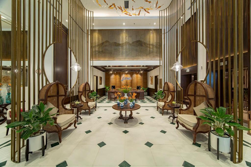 The lobby or reception area at Potique Hotel
