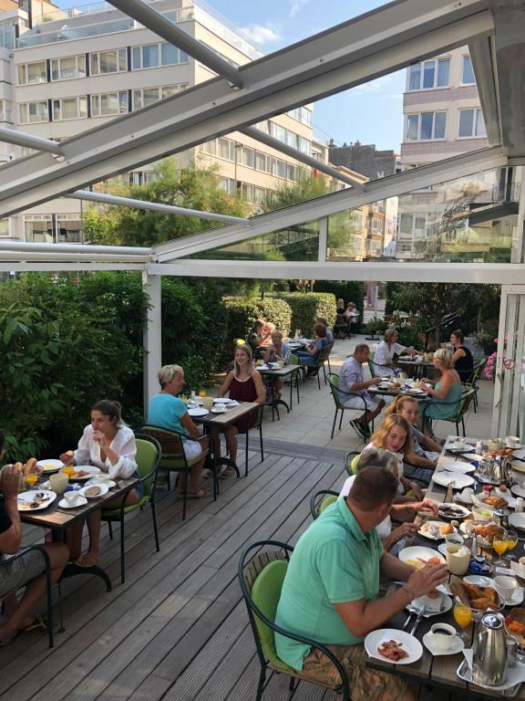 A restaurant or other place to eat at Hotel Atlanta Knokke