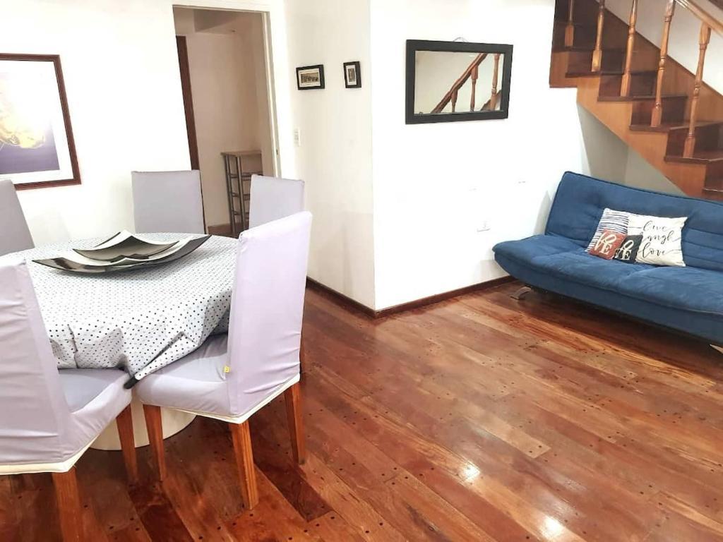 A seating area at Apartamento Tipo Casa