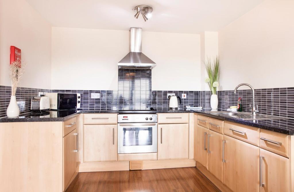 Cheltenham Plaza Apartments - Laterooms