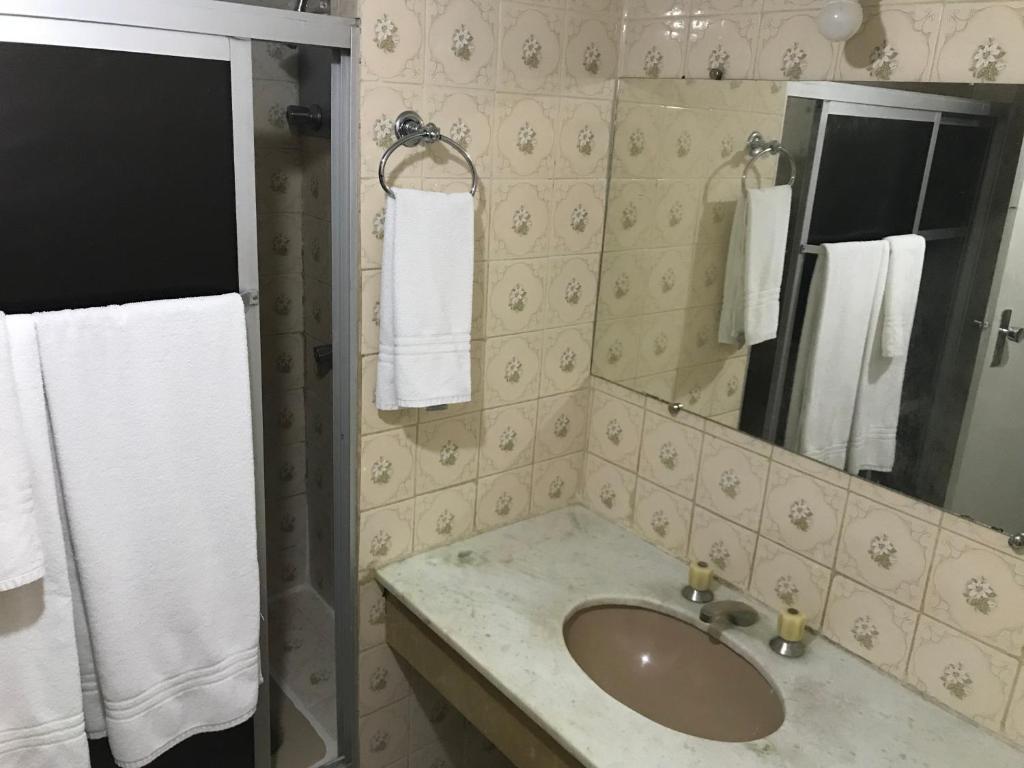 A bathroom at MIX APART HoTEL