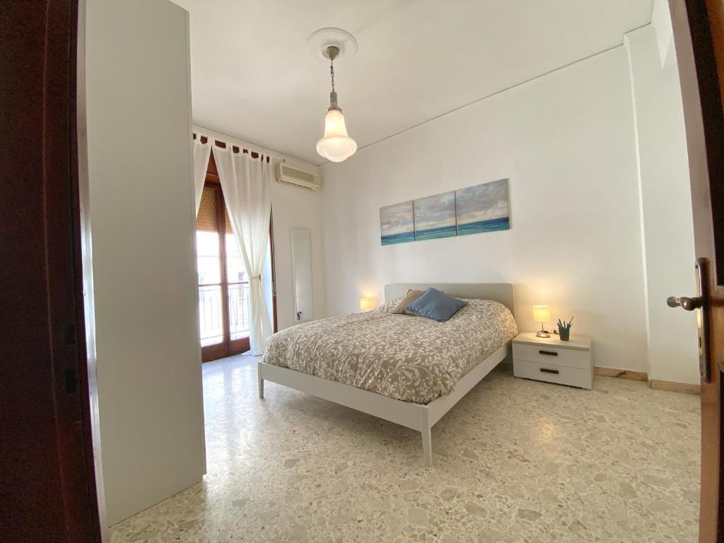 A bed or beds in a room at Casa Vacanze Salerno Al Corso