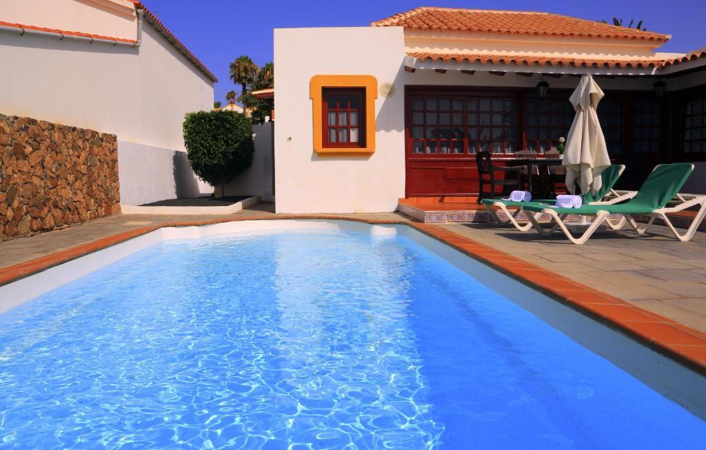 Het zwembad bij of vlak bij Vip Villas - Caleta Dorada