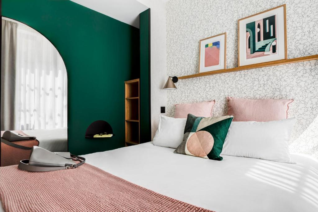 A bed or beds in a room at Republik Hotel