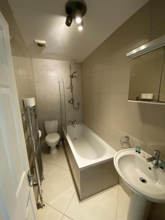 A bathroom at Buckingham Studio