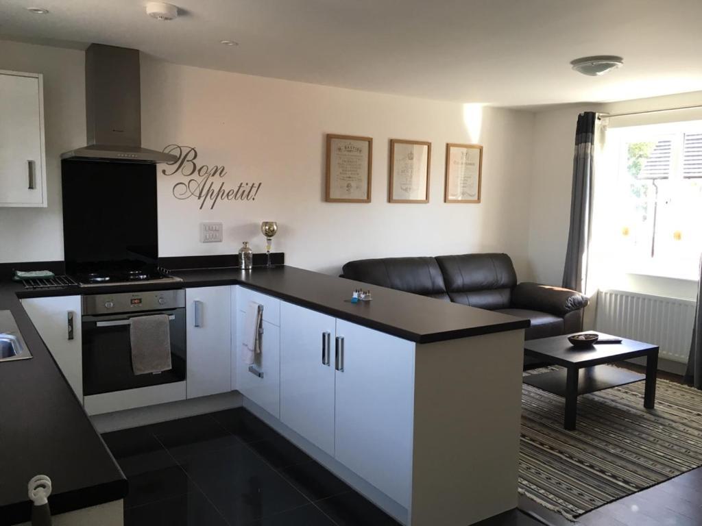 A kitchen or kitchenette at 17 Aspen Road