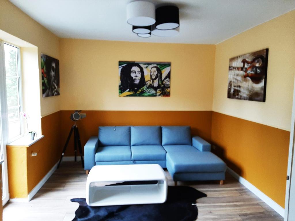 Ein Sitzbereich in der Unterkunft Garni am Fliederberg