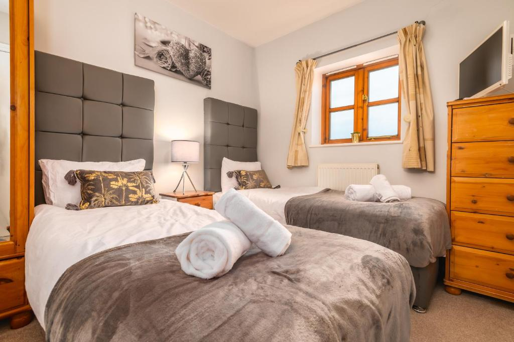 Large Contractor House & Private Parking by ComfyWorkers, Milton Keynes –  Updated 2021 Prices
