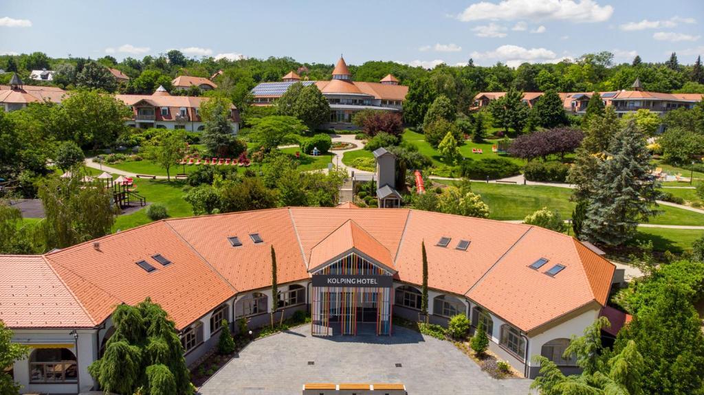 Letecký snímek ubytování Kolping Hotel Spa & Family Resort