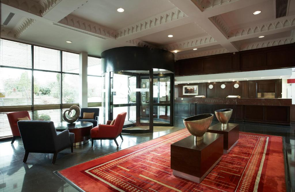 The lobby or reception area at Aberdeen Marriott Hotel