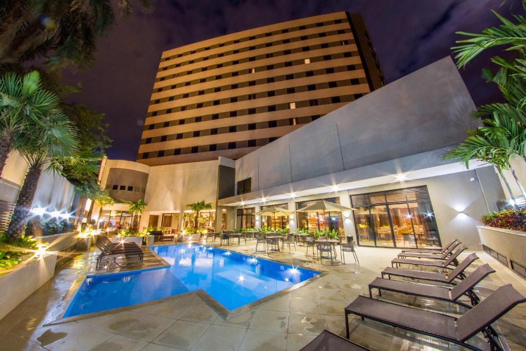 Der Swimmingpool an oder in der Nähe von JL Hotel by Bourbon