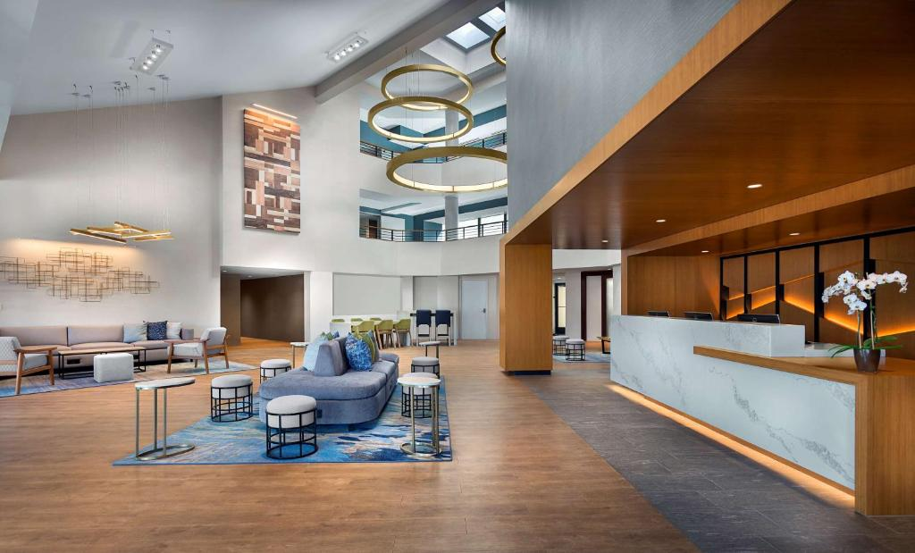 The lobby or reception area at Sonesta Silicon Valley