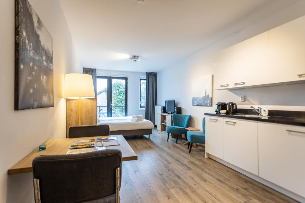 A kitchen or kitchenette at UtrechtCityApartments – Weerdsingel