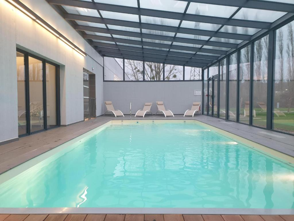 The swimming pool at or close to HOTEL EDEN SPA