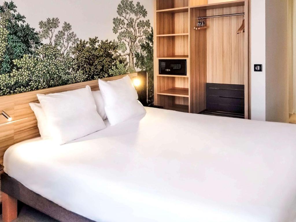 Een bed of bedden in een kamer bij Novotel Suites Montpellier Antigone