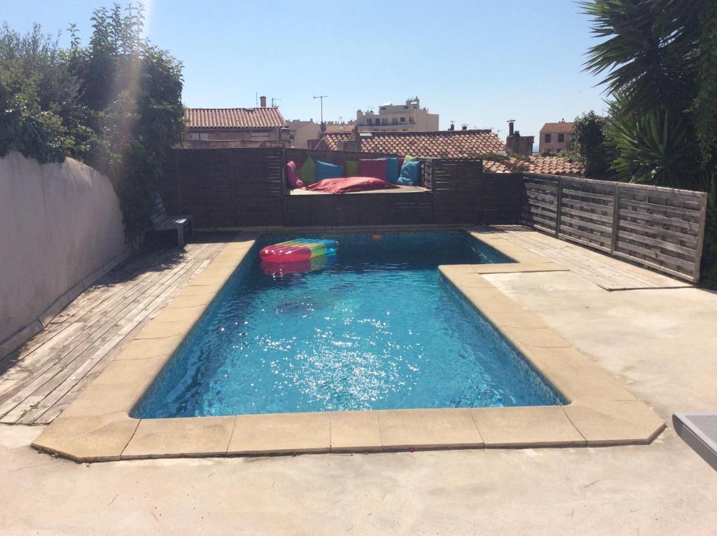 The swimming pool at or close to Bon séjour au Soleil