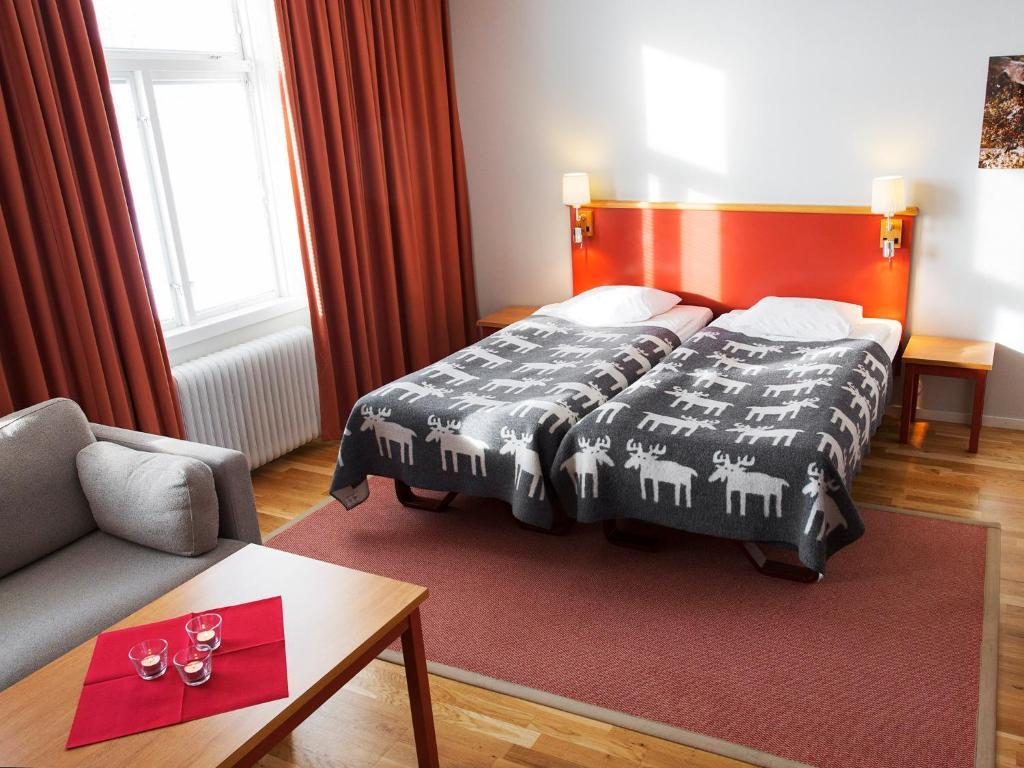 A bed or beds in a room at Hotell Kebne