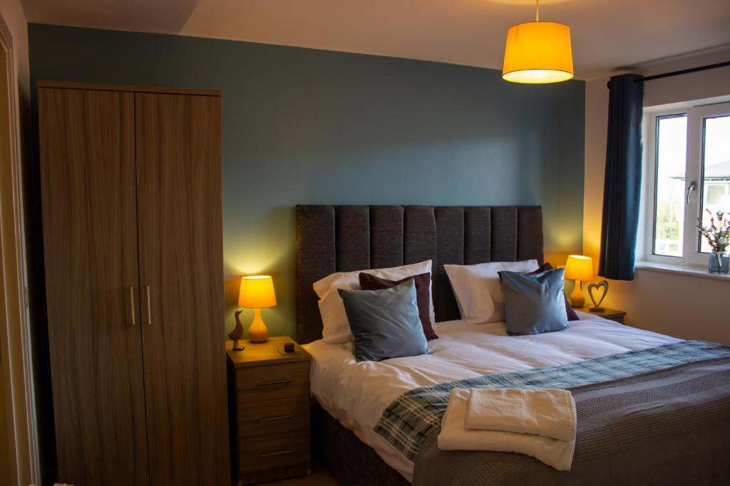 A bed or beds in a room at Broad Gauge Suite