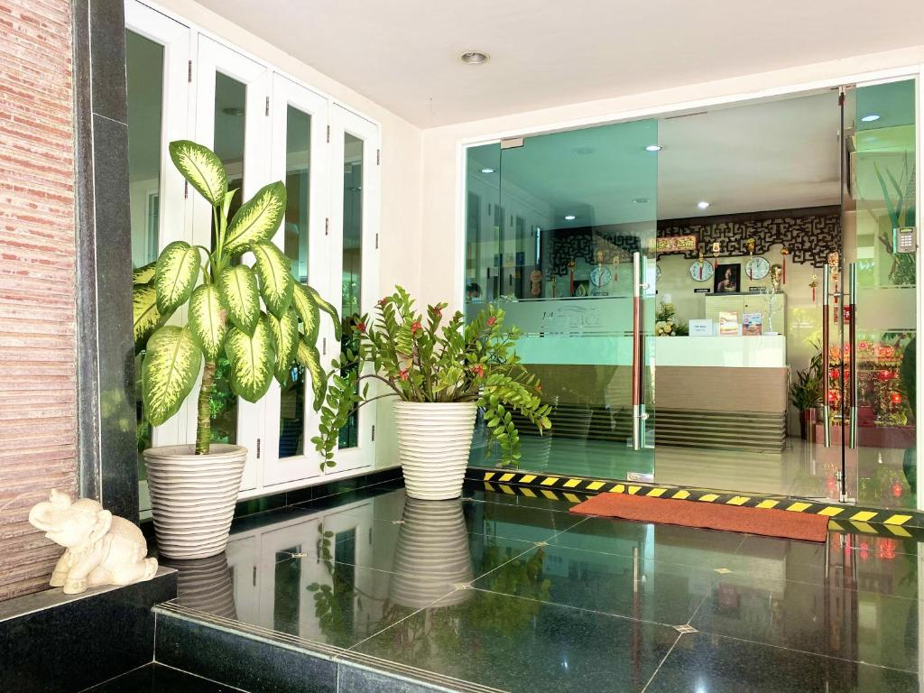 The lobby or reception area at 14 Place Sukhumvit Suites