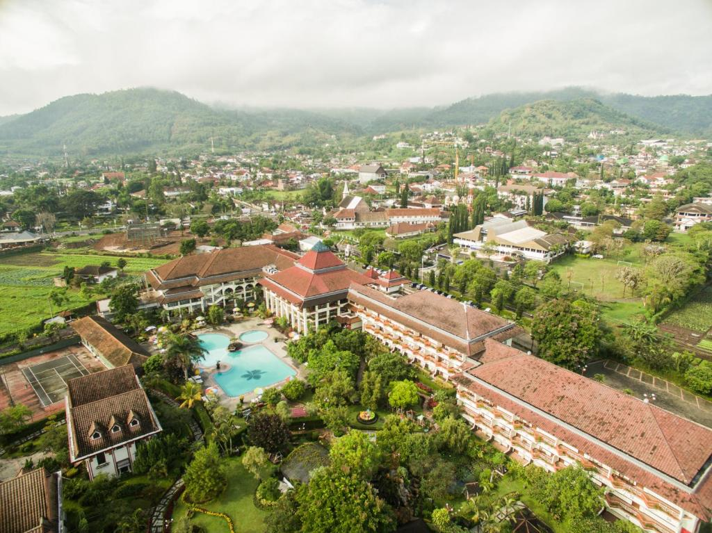 A bird's-eye view of Royal Orchids Garden Hotel & Condominium