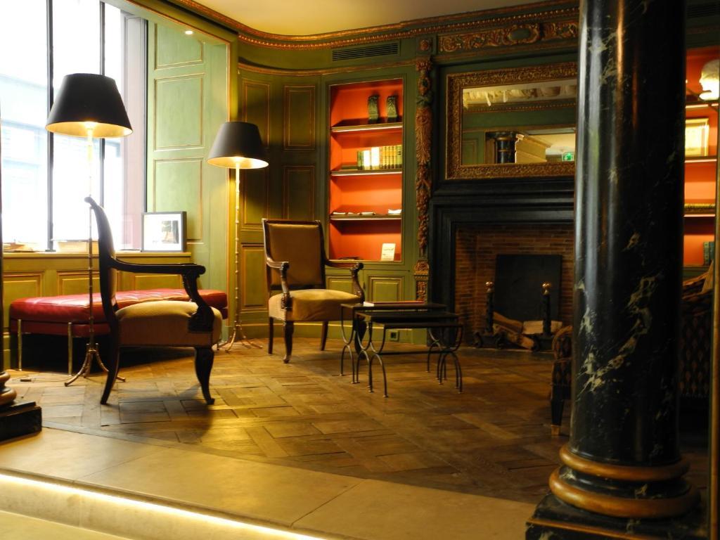 A seating area at Hôtel du Vieux Marais