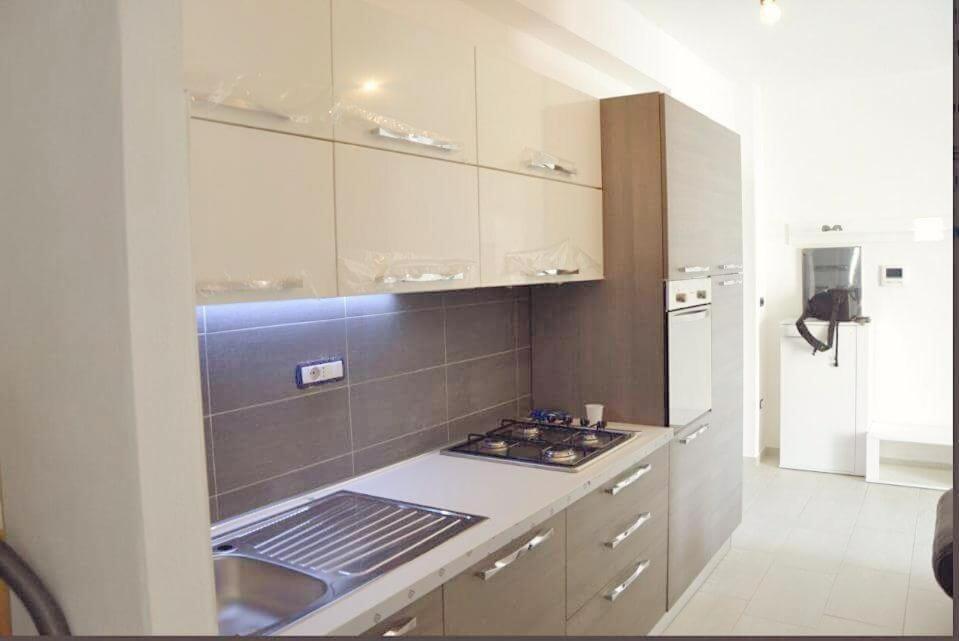 A kitchen or kitchenette at Via Sardegna 89
