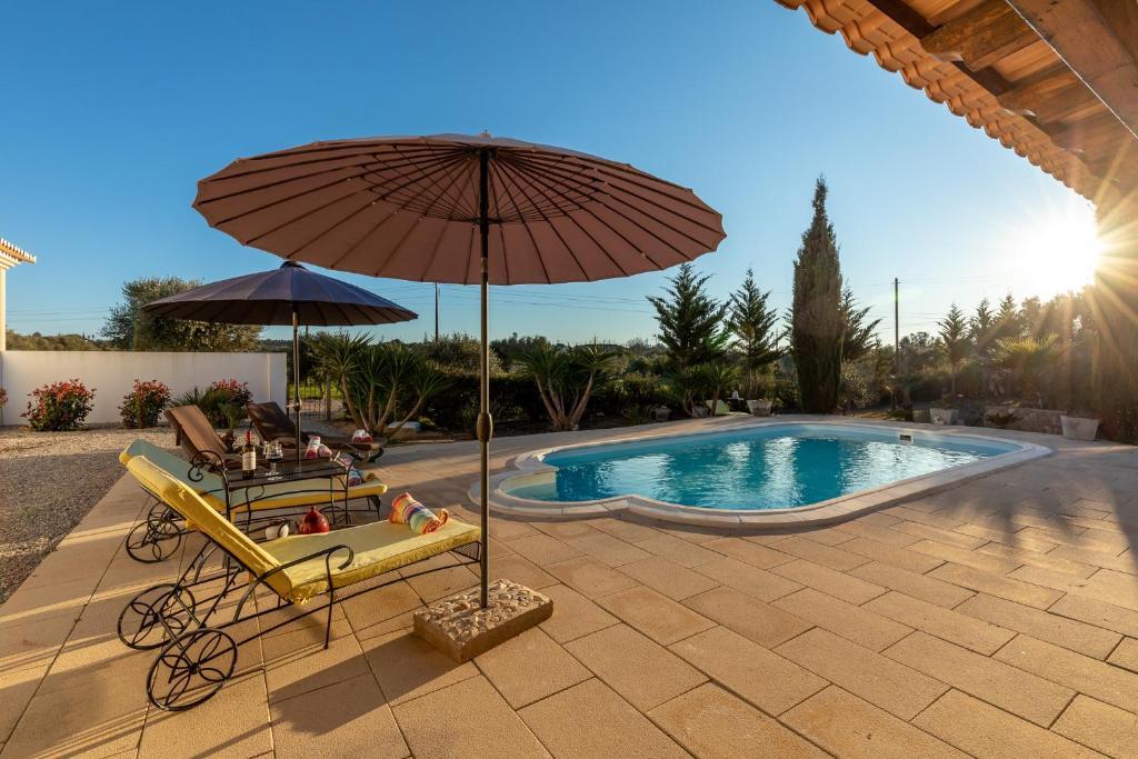 The swimming pool at or near Quinta das Lameiras