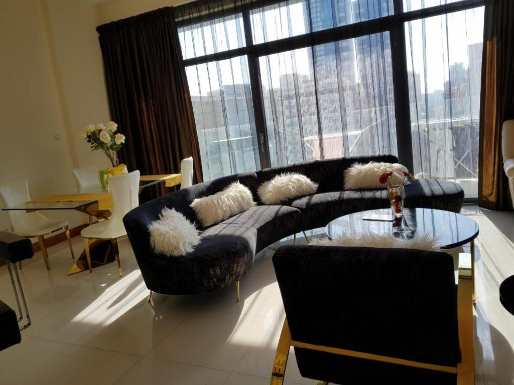 A seating area at Ap01 European Luxury Tecom